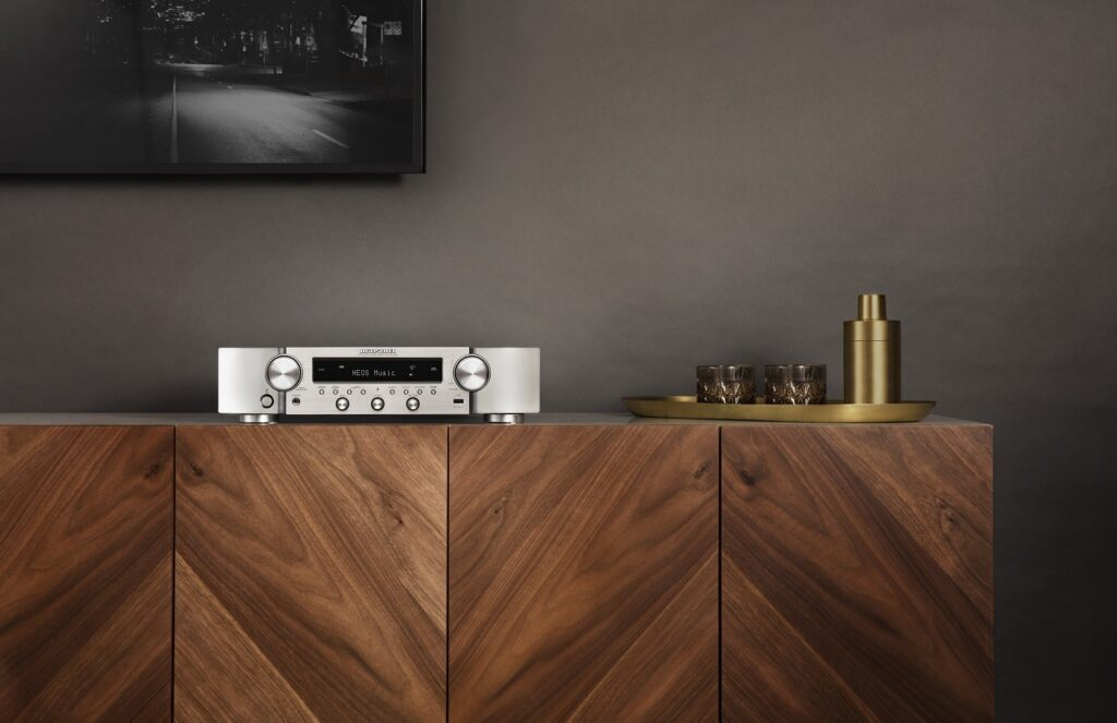 Amplituner stereo: Marantz NR1200 vs. Denon DRA-800H. Który wybrać?, Denon Store